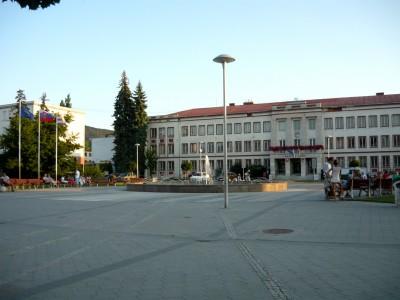 La place centrale de Partizánske