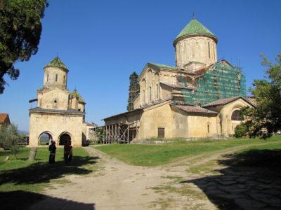 Le monastère de Ghélati, qui est composé de plusieurs bâtiments. Les intérieurs sont richement décorés.