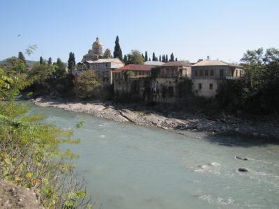 Le Rioni, le fleuve qui traverse Koutaïssi.