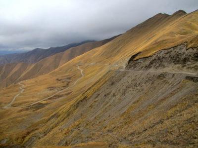Vue depuis le col de la Croix de l'Ours, qui marque la limite entre la Transcaucasie et la Ciscaucasie.